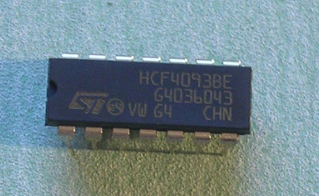 HCF4093BP IC 2IN Nand Schmitt Trigg DIP-14