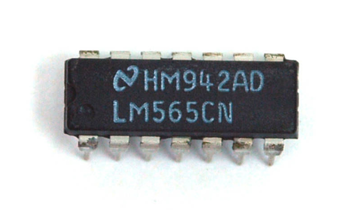 LM565CN IC Phase Locked Loop DIP-14