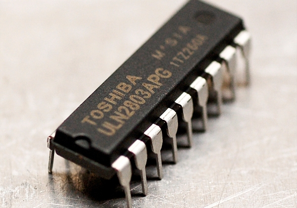 ULN2803A IC Array Eight Darlington DIP-18