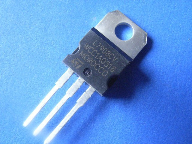 L7908CV IC Regulador LDO -8V 1.5A TO-220